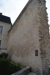What remains of Saint Aignan's medieval Fortifications