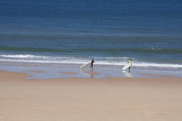 Not too many waves to surf at Biscarrosse Plage